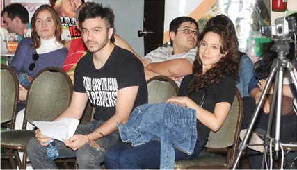 """Amor, revolución y vida saludable. Gastón Sardelli, músico de Airbag, y su novia, la cantante Daniela Herrero, estuvieron presentes en el evento. El habló sobre el mal de los sistemas capitalistas de producción de alimentos y se definió como un """"marxista vegano""""."""
